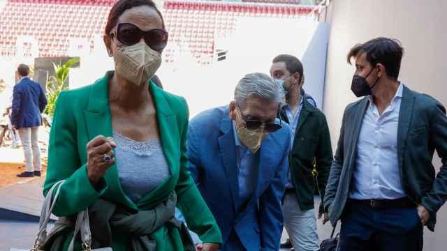 El tenista, en compañía de su mujer, Claudia Rodríguez, llegando a la presentación de Mutua Madrid Open.