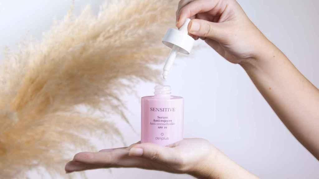 Se recomienda aplicar este producto por la mañana sobre la piel limpia y seca.