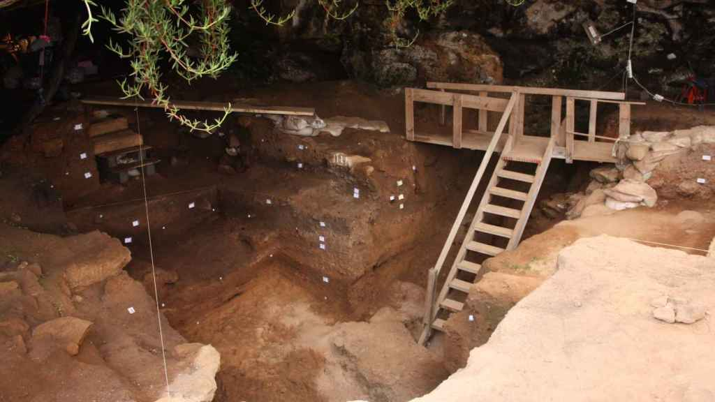 Interior de la cueva de Contrebandiers.