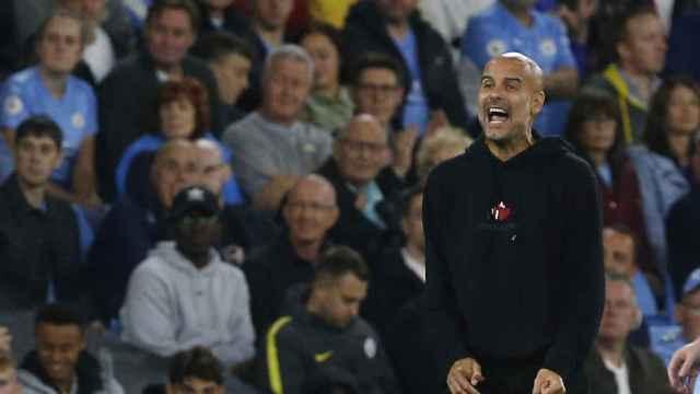 Pep Guardiola, frente a la afición del Manchester City