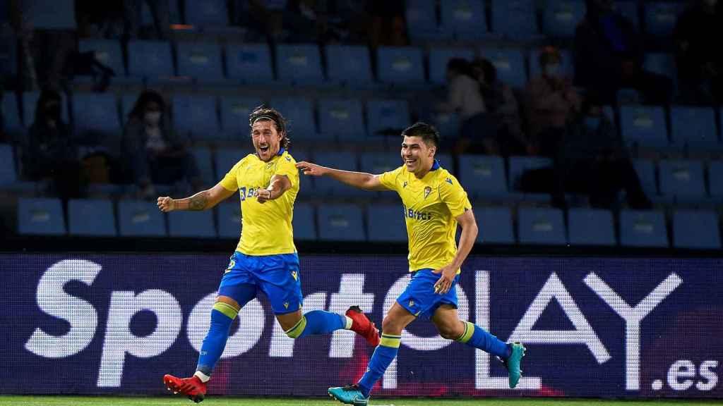 'Pacha' Espino celebra su gol frente al Celta con el Cádiz