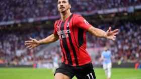 Ibrahimovic celebra su gol ante la Lazio en su regreso