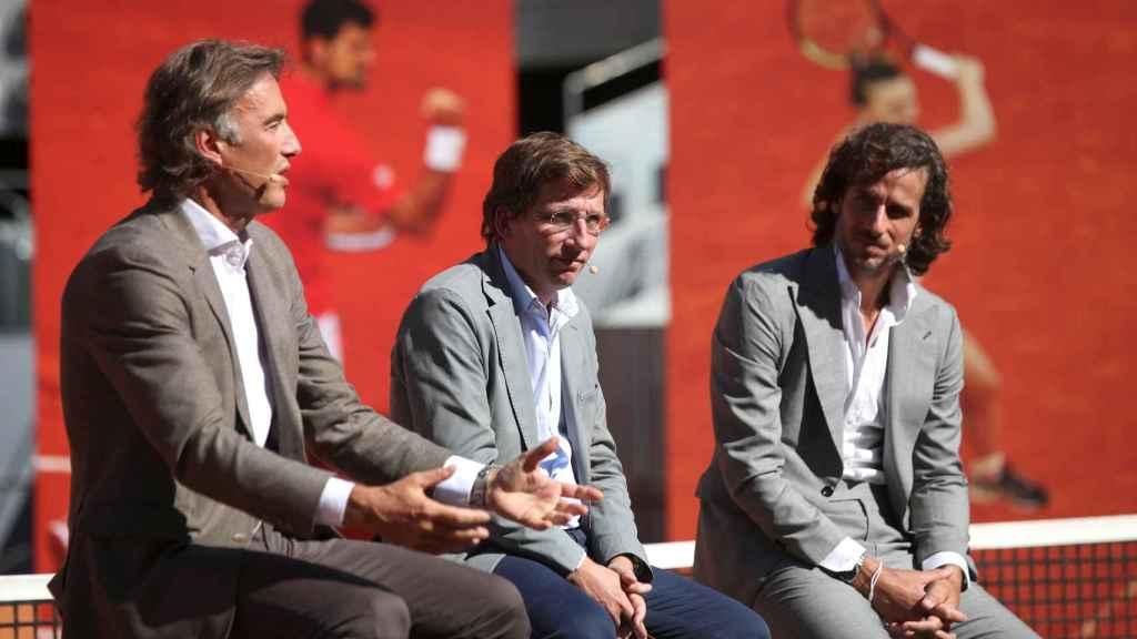 José Luis Martínez-Almeida, Feliciano López y el presidente y CEO de Madrid Trophy Promotion, Gerard Tsobinian
