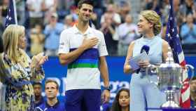 Djokovic recibe su placa como subcampeón del US Open 2021