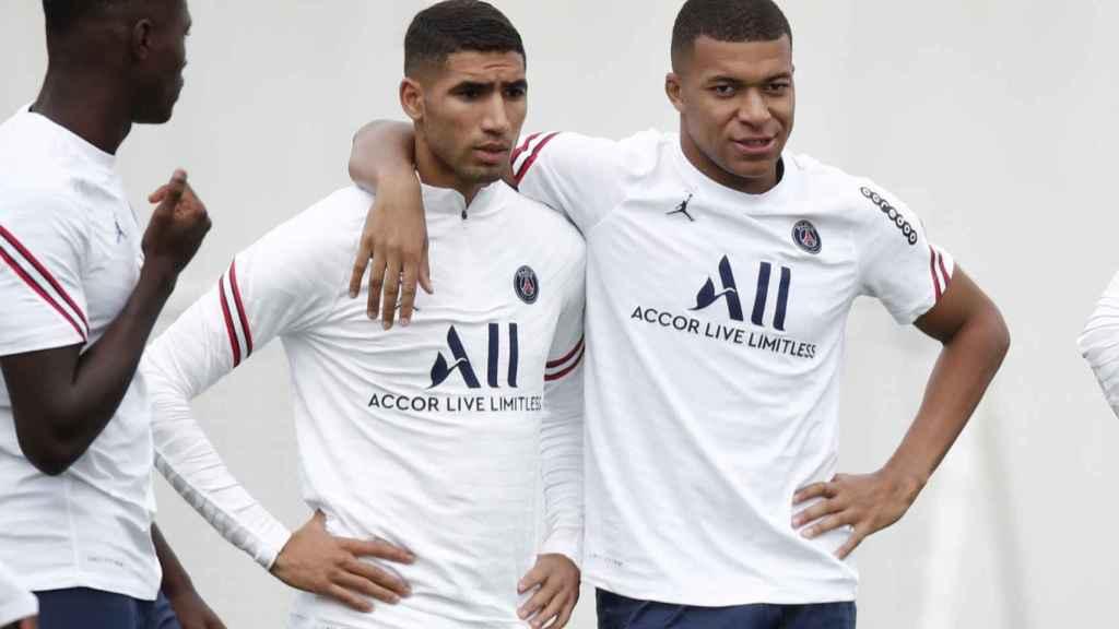 Achraf y Mbappé, en un entrenamiento del PSG