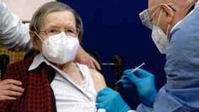 Las residencias de Castilla-La Mancha piden no sobrecargar de vacunas a los mayores