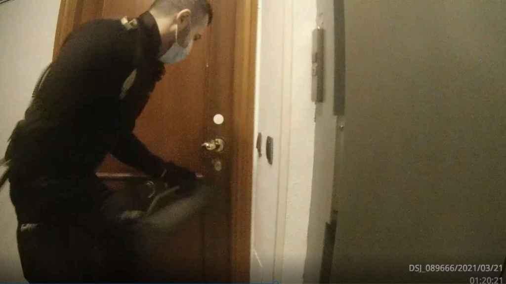 Captura de pantalla del vídeo grabado por las cámaras del uniforme.