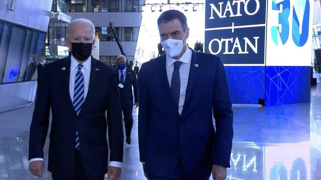 El breve encuentro de Joe Biden y Pedro Sánchez el pasado junio en Bruselas.