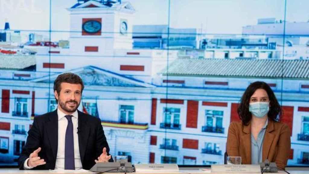 Casado y Ayuso, durante una reunión en la sede del PP.
