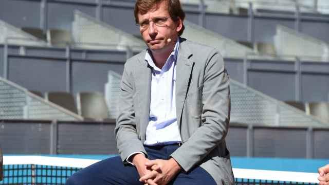 El alcalde de Madrid, José Luis Martínez-Almeida, contemplativo en un acto relacionado con el torneo Mutua Madrid Open.