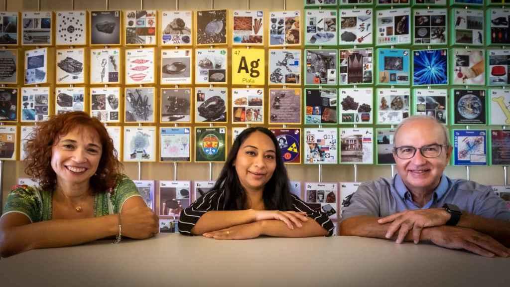 Las investigadoras Maria de las Nieves Pina, Fernanda Pilaquinga y Jeroni Morey. FOTO: A.COSTA/UIB