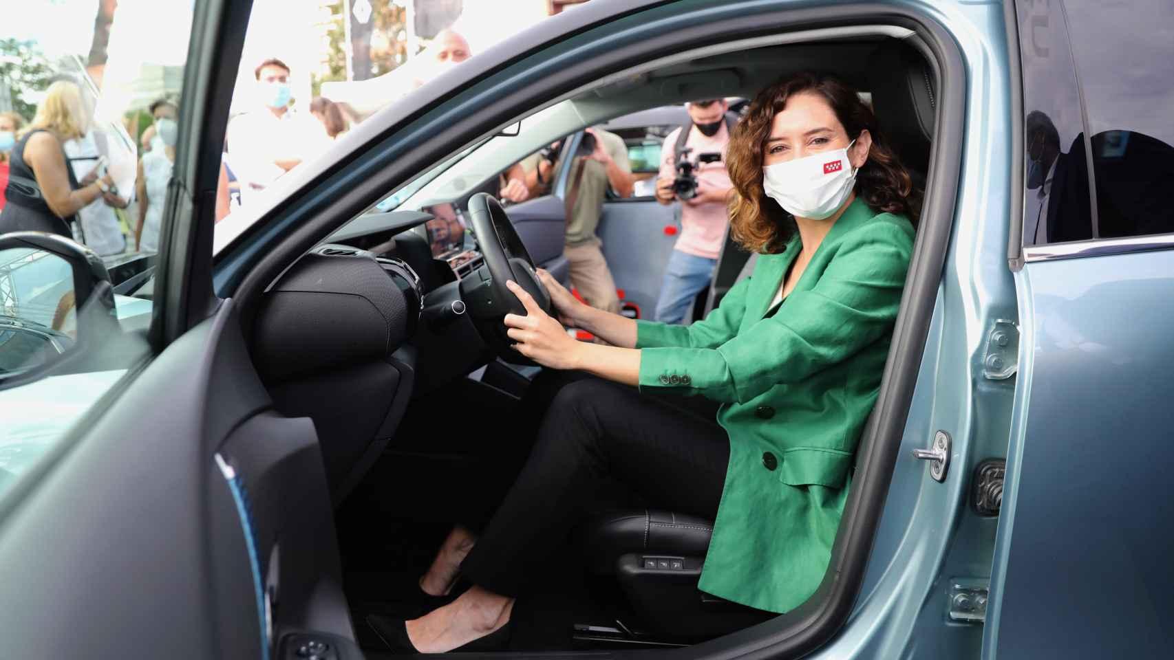 Ayuso, a favor el coche eléctrico en Madrid: cuidamos el medio ambiente sin restringir la libertad
