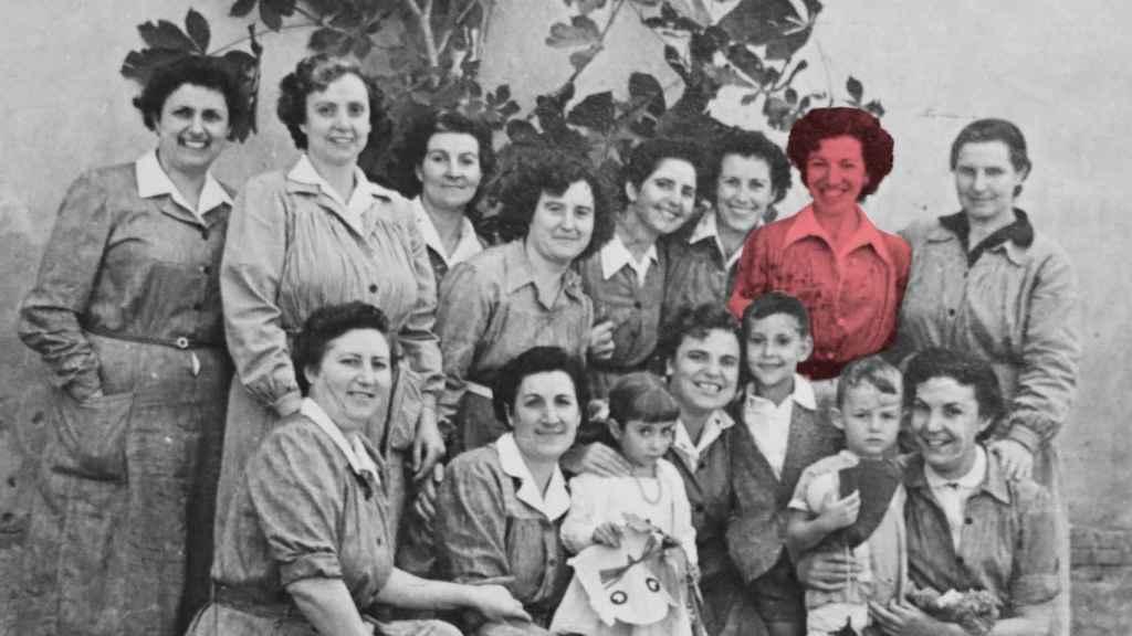 Manoli, junto a sus compañeras en la cárcel de Segovia en el año 1955.