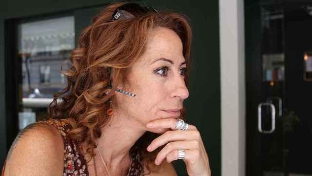 Alicia Lerma, siempre con el móvil en la oreja.
