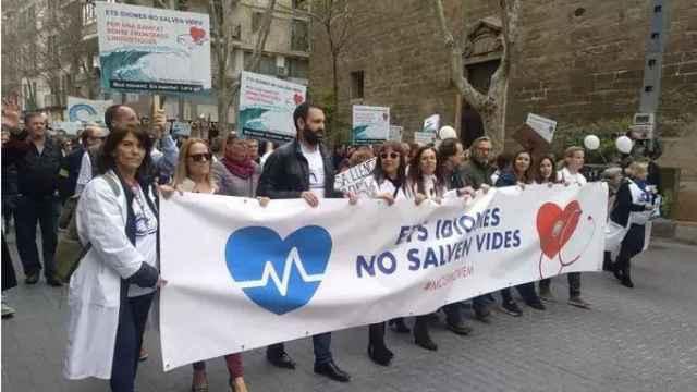Los médicos se manifiestan en contra del catalán obligatorio en Sanidad.
