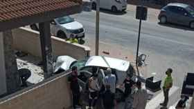 Un marroquí muere al atropellar a varias personas en una terraza de un local de Roldán.