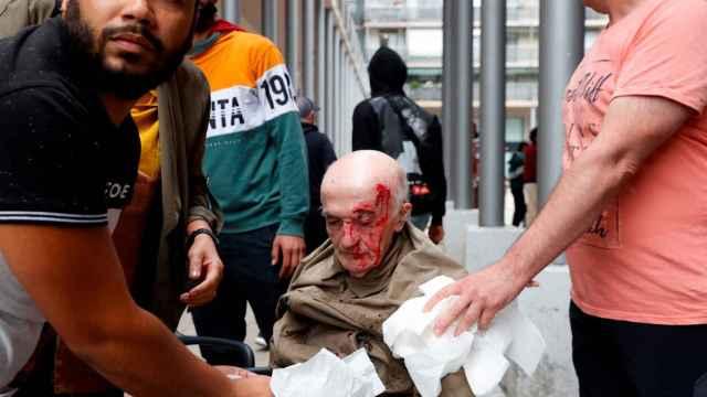 El hombre herido en la manifestación en apoyo a las víctimas de ETA en Mondragón.