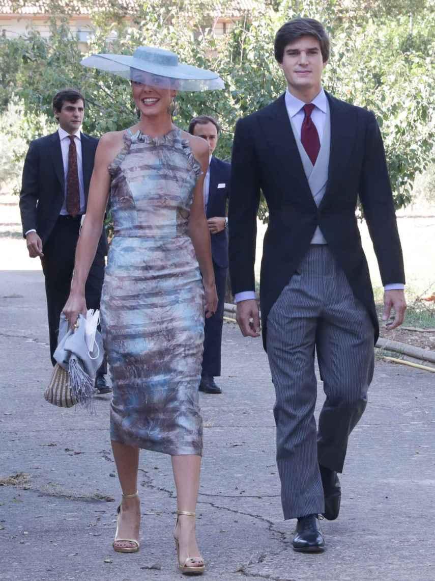 Belén Corsini ha llamado la atención por su vestido en colores metalizados.