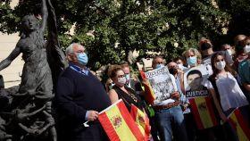 Miembros de la Asociación de Víctimas del Terrorismo durante la manifestación.