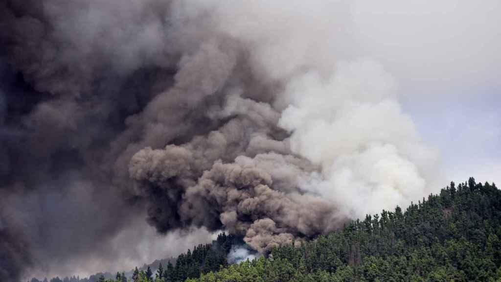 Emisión de gases del volcán Cumbre Vieja.