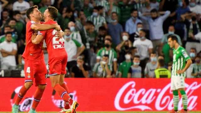 Cabrera celebra su gol en el Benito Villamarín