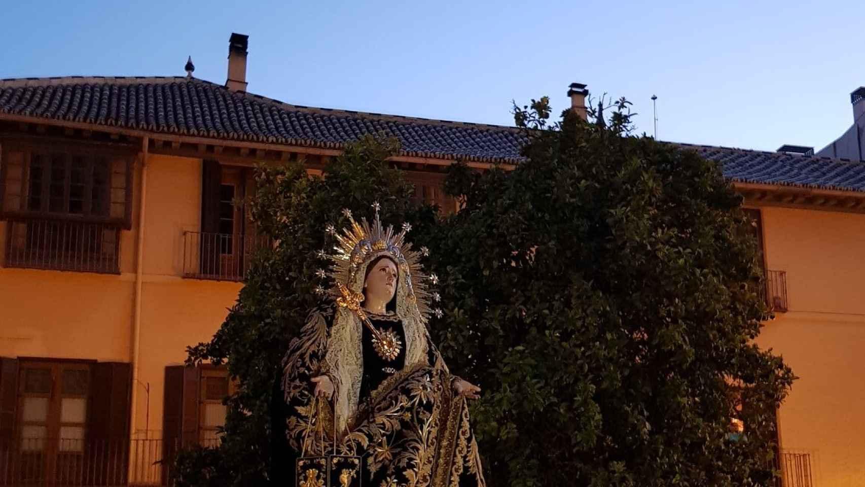 Madrugada de traslados en Málaga tras meses de abstinencia: así han pasado las 13 imágenes por la Catedral