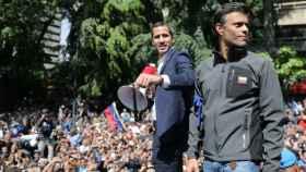 Juan Guaidó y Leopoldo López, ante seguidores de la oposición.
