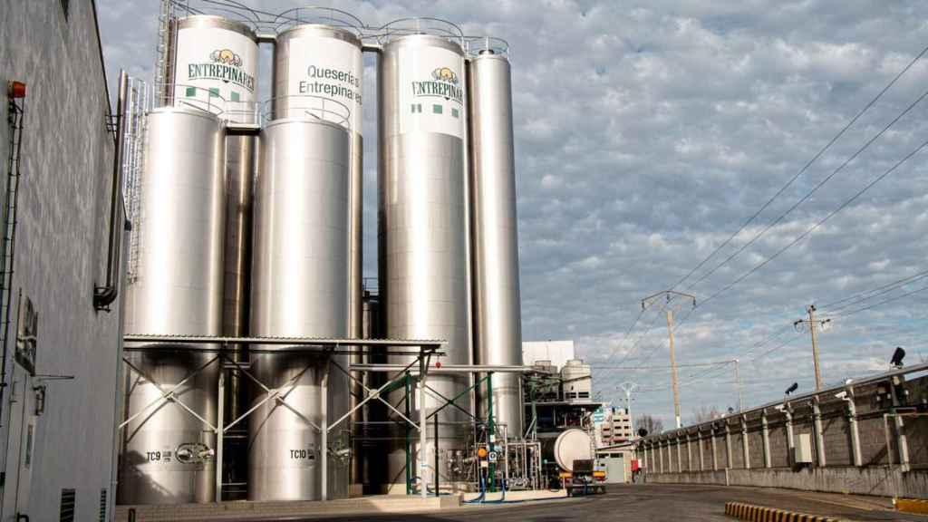 Silos del Grupo Entrepinares en su fábrica en Argales en Valladolid