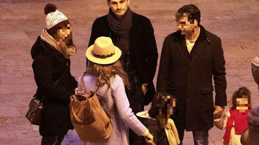 Iker Casillas y Sara Carbonero junto a unos amigos en Corral de Almaguer en 2019.