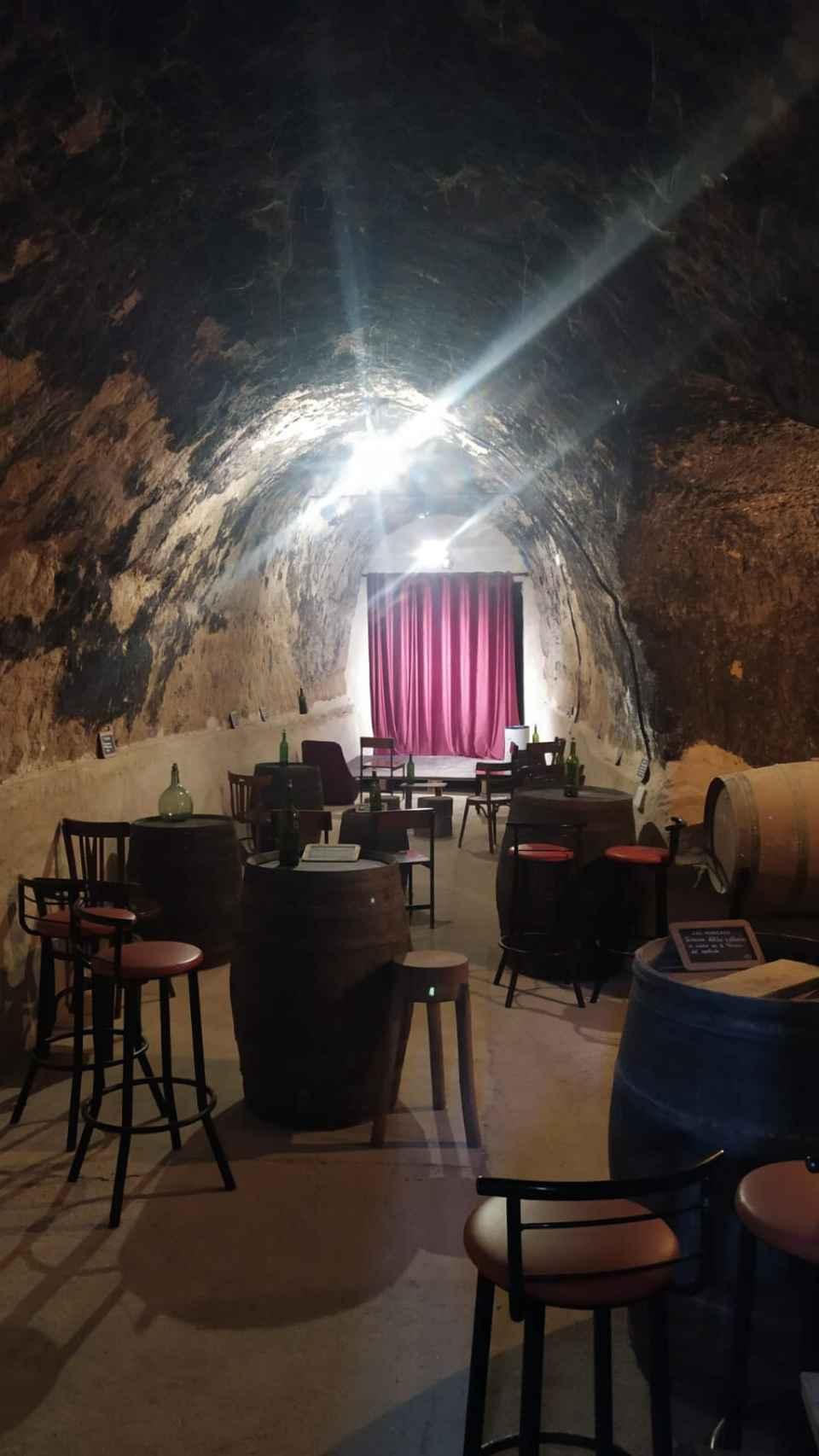 Interior de una bodega en Peñafiel
