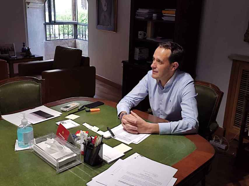 El presidente de la Diputación, Conrado Íscar, en su despacho del Palacio de Pimentel