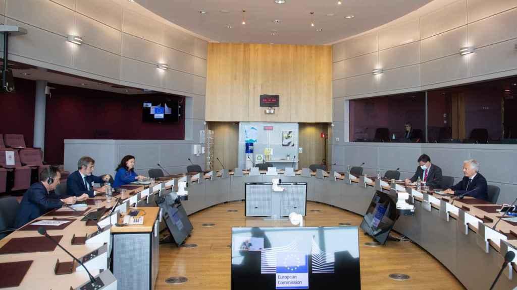 El comisario de Justicia, Didier Reynders, durante su reunión este lunes con los jueces españoles