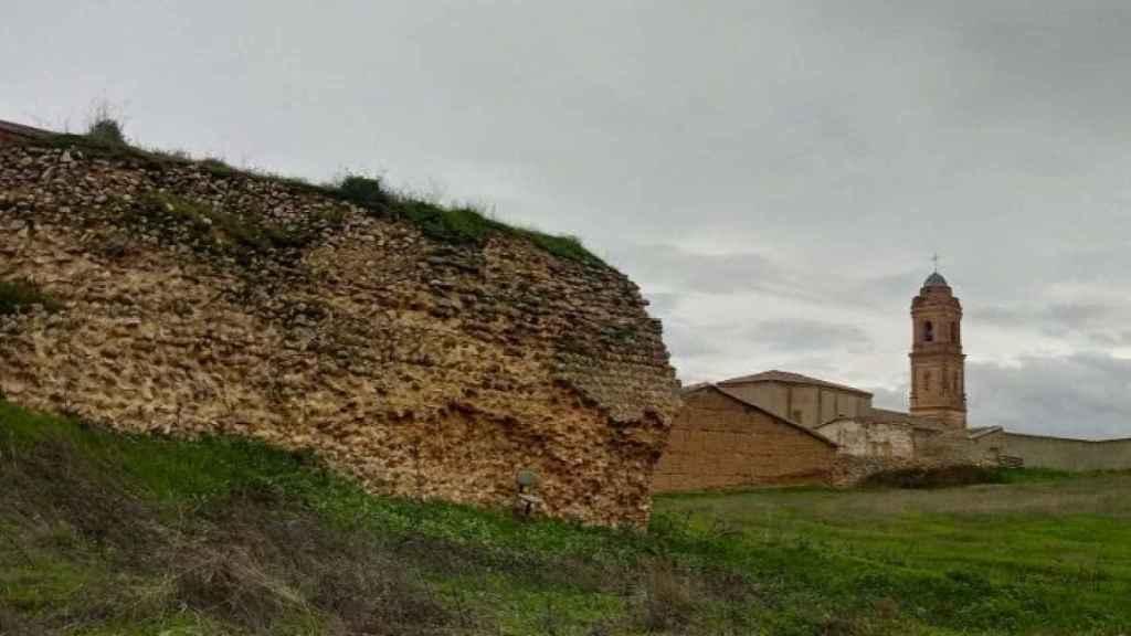 Castillo y muralla de Castronuevo de los Arcos en  Zamora