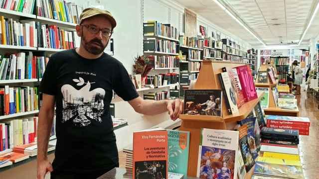 Eloy Fernández Porta, en su visita a la librería 80 Mundos de Alicante