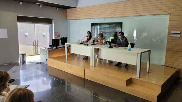 Ana Barceló, en la reunión con los trabajadores del hospital de Dénia.