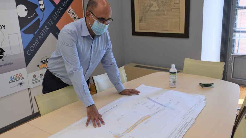 Luis Vélez en el despacho de su Concejalía encargada del Plan de Movilidad