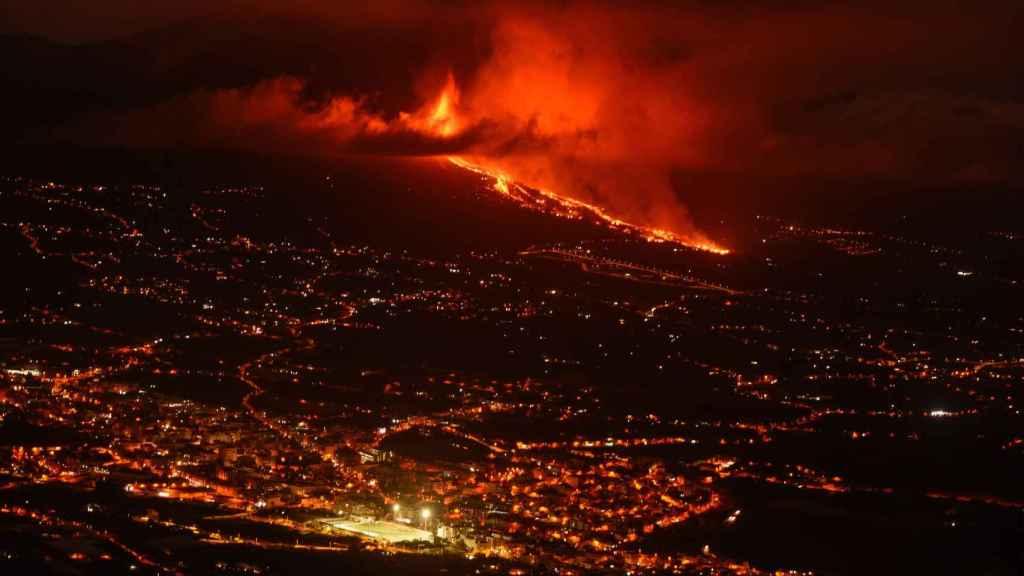 El volcán de Cumbre Vieja, en en municipio de El Paso, en erupción.