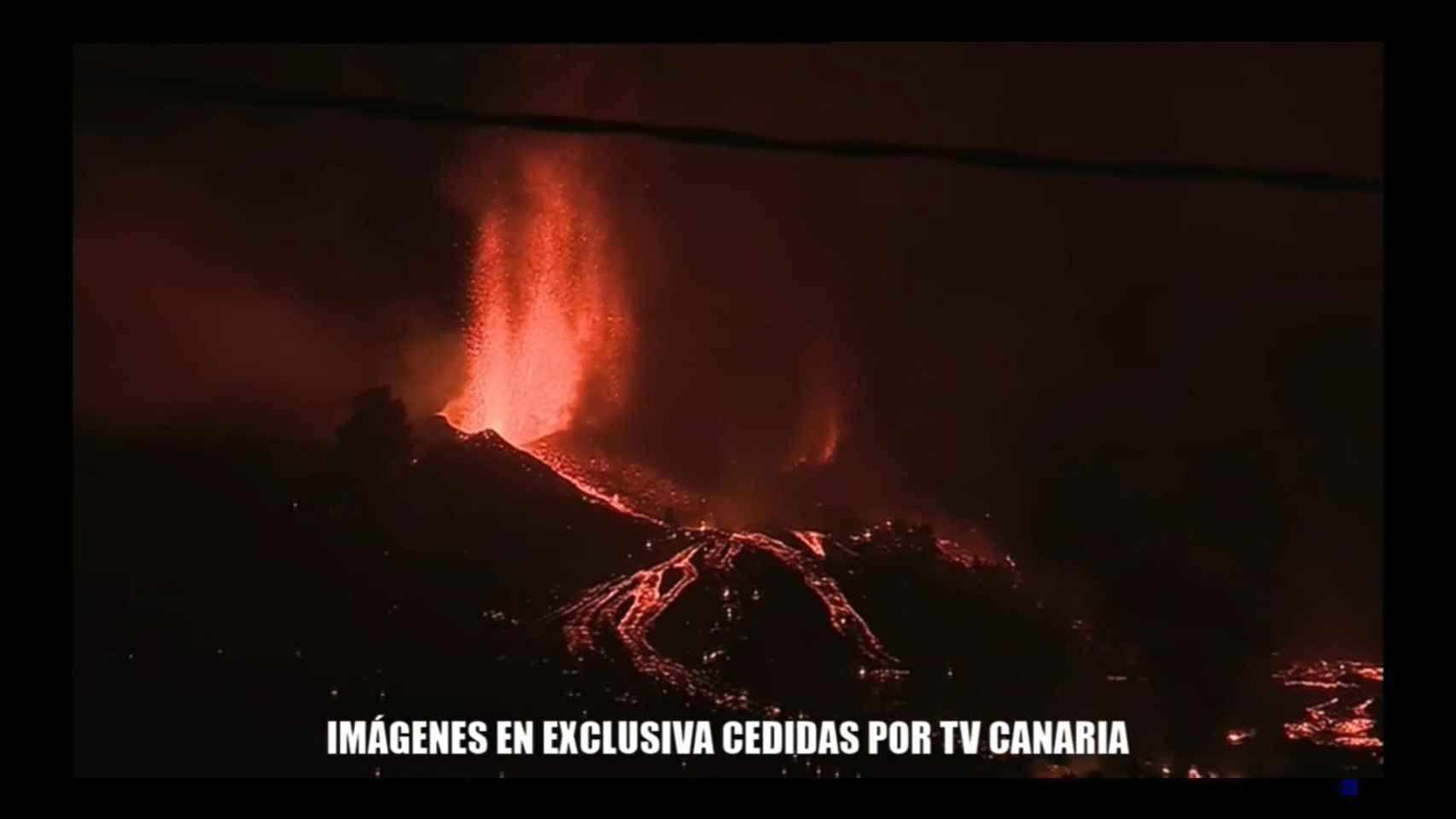 Primera noche con el volcán de Cumbre Vieja en erupción