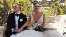 La estilista Cristina Rodríguez y el empresario Raúl García, durante su boda. | Foto: IG @aleixalcarazcosta