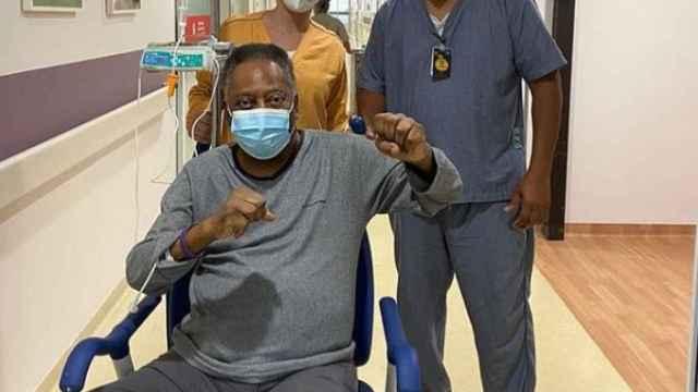 Pelé, recuperándose en el hospital