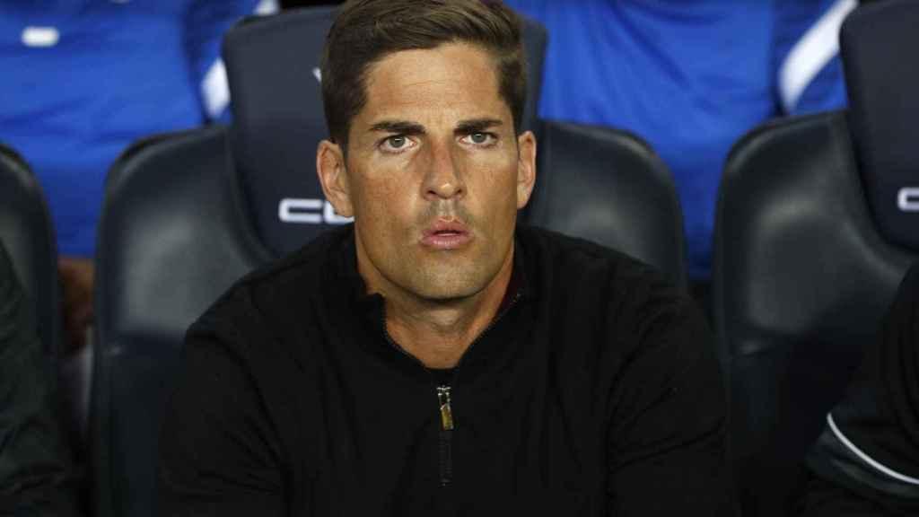 Robert Moreno, en el banquillo del Camp Nou