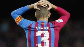 Gerard Piqué se lleva las manos a la cabeza