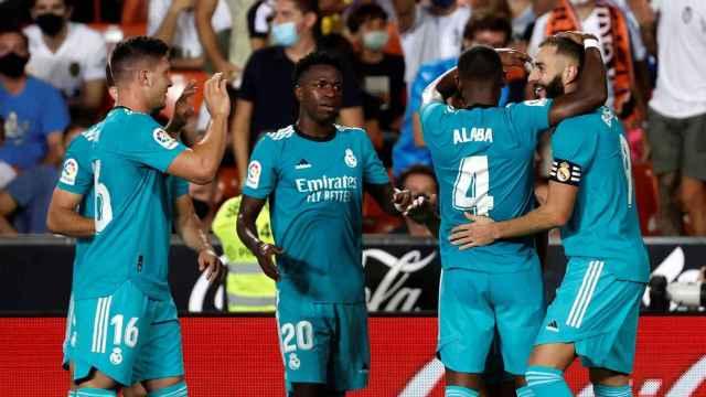 Benzema celebra su gol con el Real Madrid