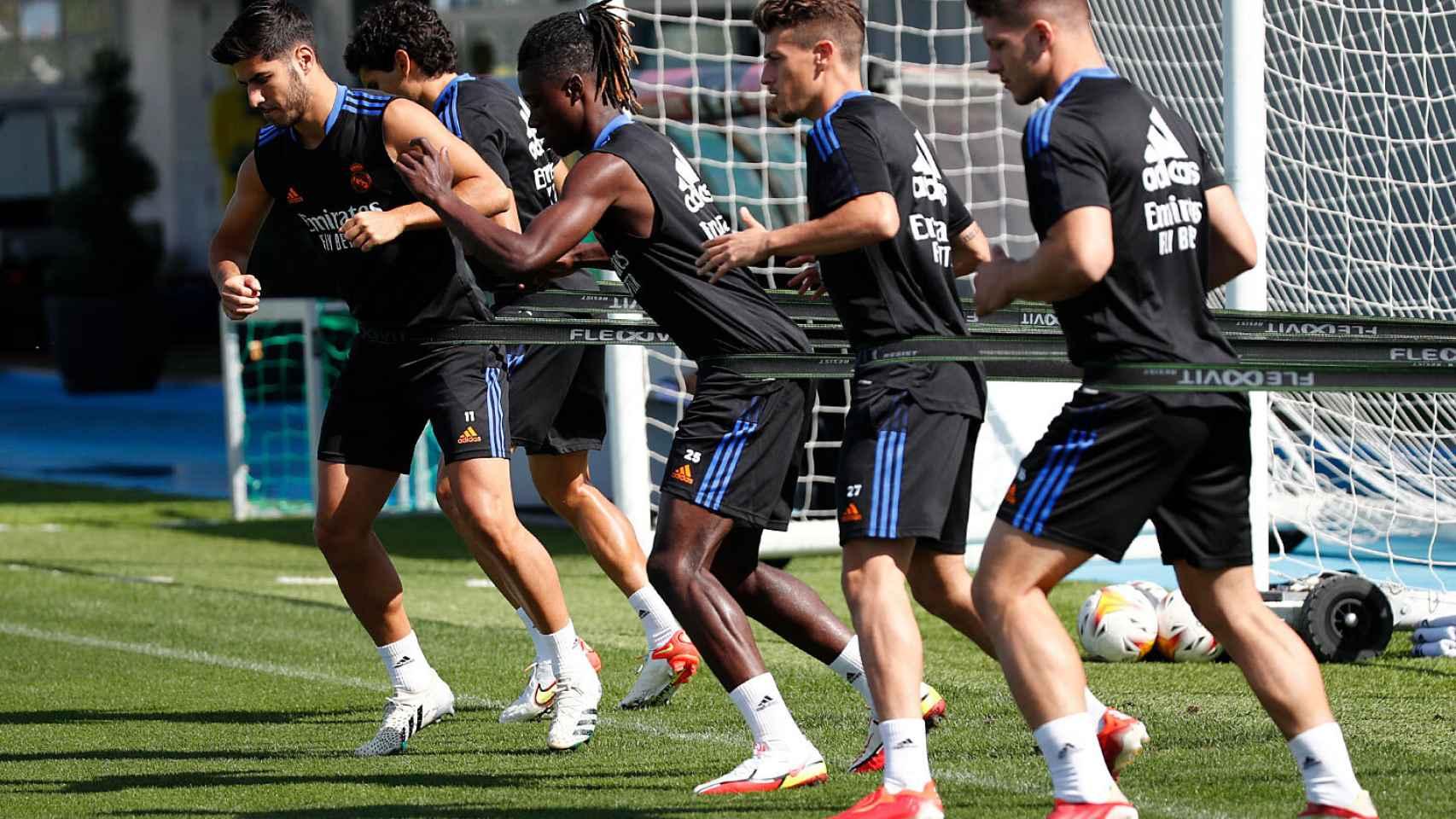 Jesús Vallejo, Marco Asensio, Eduardo Camavinga, Antoonio Blanco y Luka Jovic, durante un entrenamiento del Real Madrid