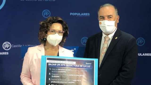 Carmen Riolobos, diputada nacional del PP, y José Julián Gregorio, senador del PP