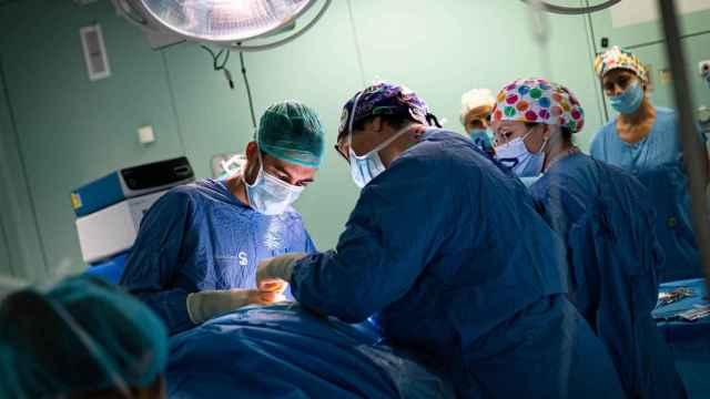 Operación quirúrgica. Imagen de archivo