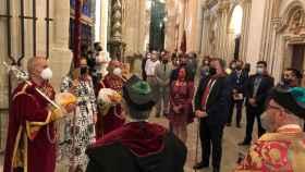 La concejala más joven de Cuenca recibe el pendón de Alfonso VIII en la Catedral