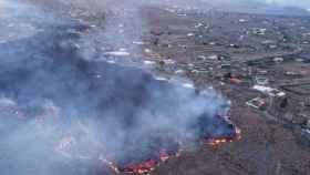 La lava avanzando por la isla de La Palma.