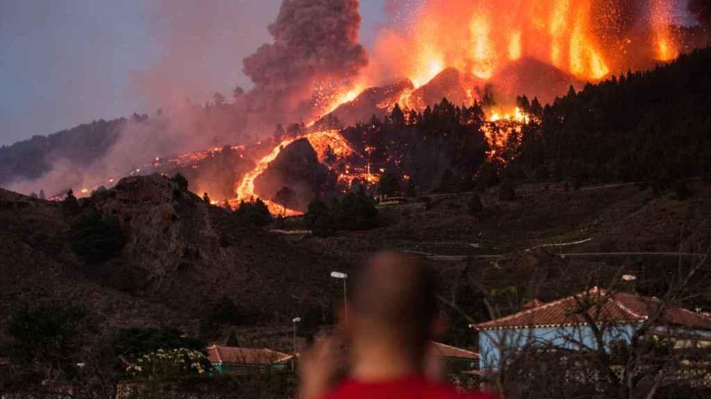 El volcán de Cumbre Vieja en La Palma, en erupción.