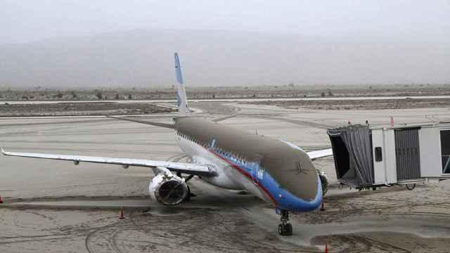 Avión con cenizas volcánicas en el Aeropuerto de Bariloche (Argentina) en 2011